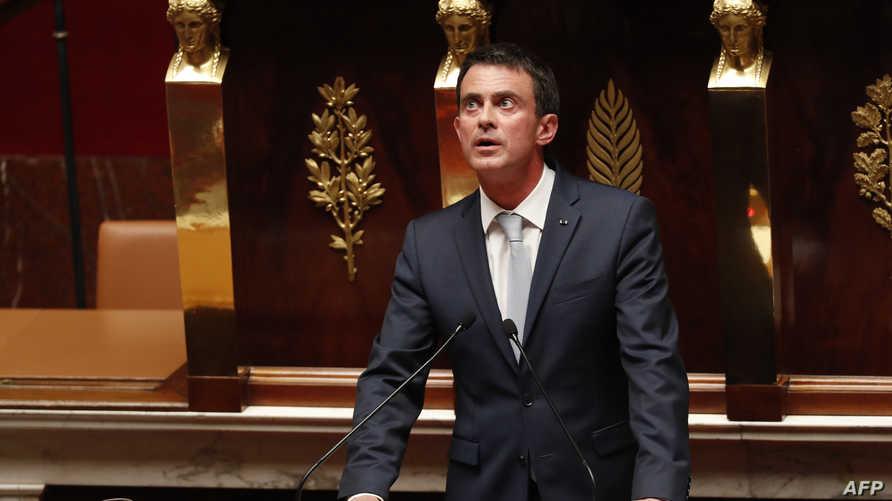 رئيس الوزراء الفرنسي مانويل فالس أثناء إلقاء كلمته أمام مجلس النواب