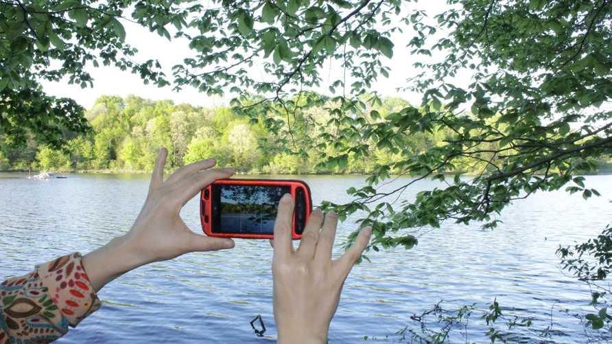 تصوير منظر طبيعي باستخدام هاتف غالاكسي أس