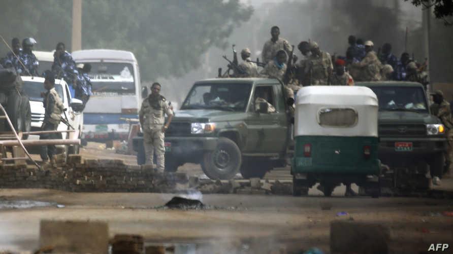 قوات أمن سودانية خلال فض اعتصام الخرطو\م