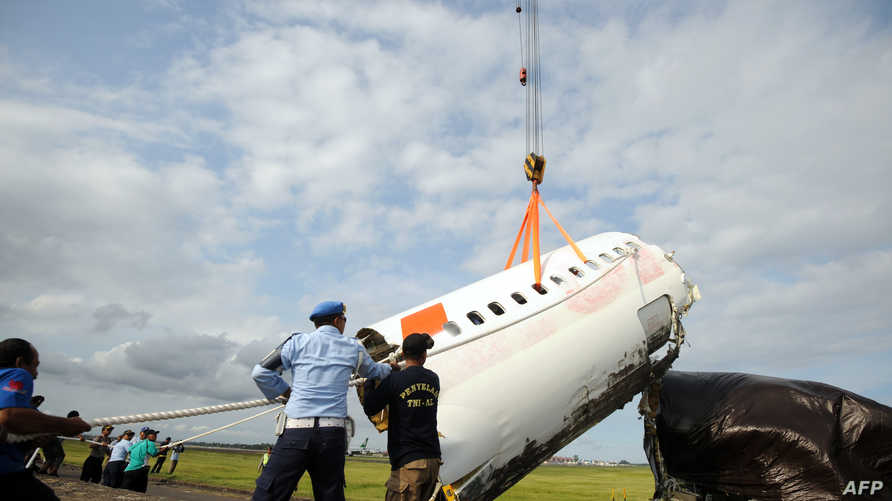 أجزاء من طائرة تابعة لشركة ليون أير تحطمت في البحر قرب أندونيسيا. أرشيفية