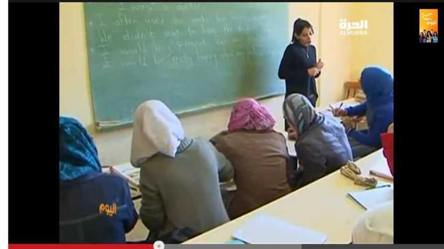 طالبات سوريات يتلقين التعليم في أحد الفصول المخصصة للاجئين السوريين في البقاع اللبناني