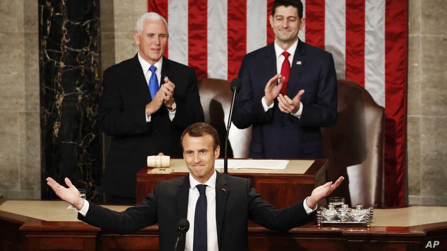 ماكرون في الكونغرس وخلفه نائب الرئيس مايك بنس ورئيس مجلس النواب بول راين