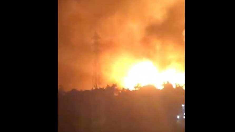 صورة ملتقطة من فيديو تم تداوله على تويتر للحرائق في عكار