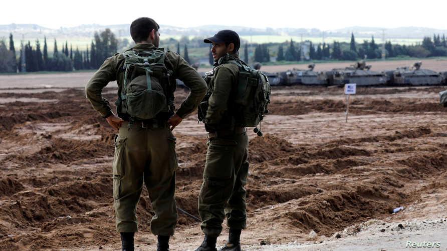 جنديان إسرائيليان على الحدود مع غزة
