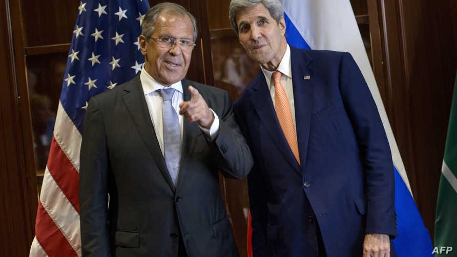 وزير الخارجية الأميركي جون كيري ونظيره الروسي سيرغي لافروف خلال لقاء الدوحة
