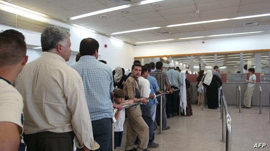 مسافرون فلسطينيون على معبر اللنبي