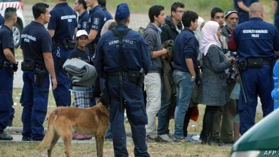 طالبو لجوء على الحدود الصربية-المجرية (أرشيف)