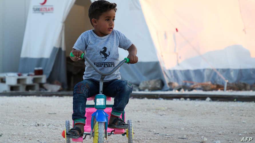 طفل سوري نازح من الغوطة الشرقية إلى الشمال السوري