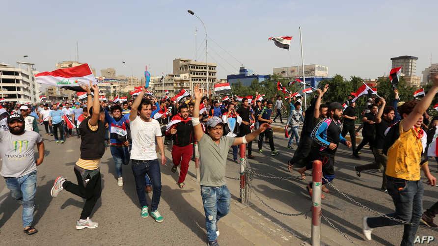 مؤيدو التيار الصدري خلال مظاهرة قرب المنطقة الخضراء تطالب بإصلاحات حكومية- أرشيف