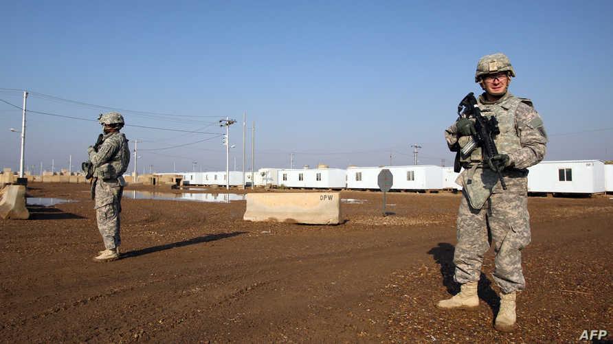 جنود أميركيون في قاعدة تاجي التي تستضيف جنودا أميركيين وعراقيين