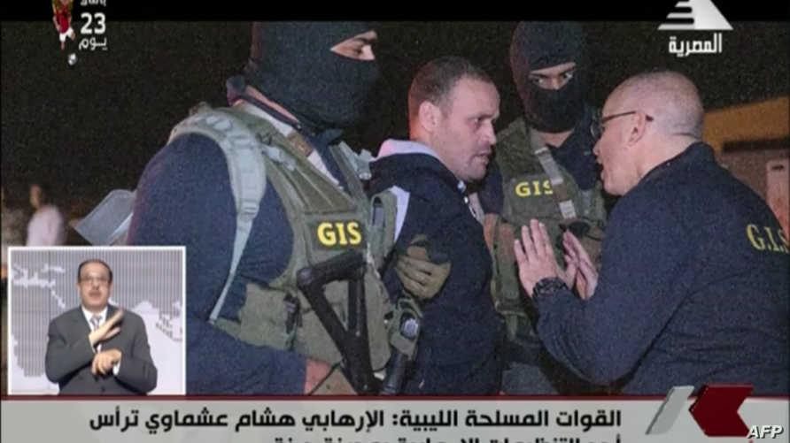 قوات الأمن المصرية تقتاد هشام عشماوي إلى مصر على متن طائرة عسكرية في 29 مايو 2019