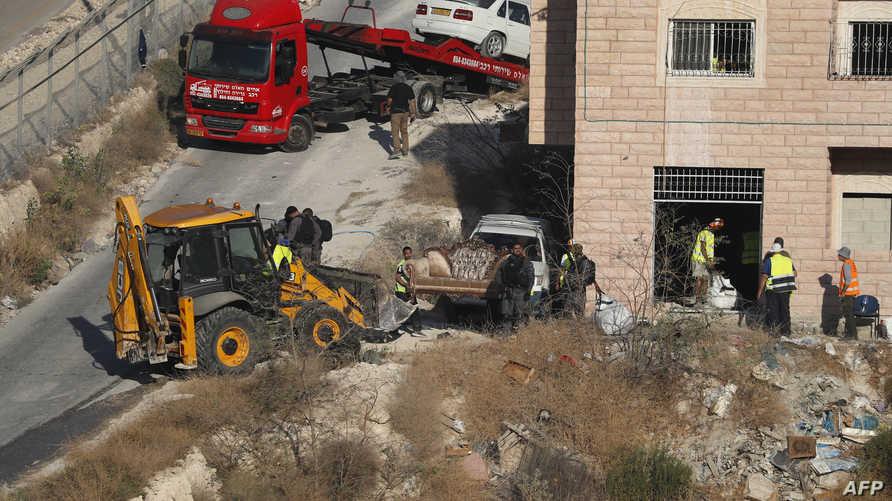جرافات إسرائيلية تستعد لهدم منازل في قرية صور باهر