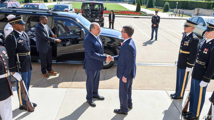 وزير الدفاع الأميركي آشتون كارتر يستقبل نظيره الإسرائيلي أفيغدور ليبرمان