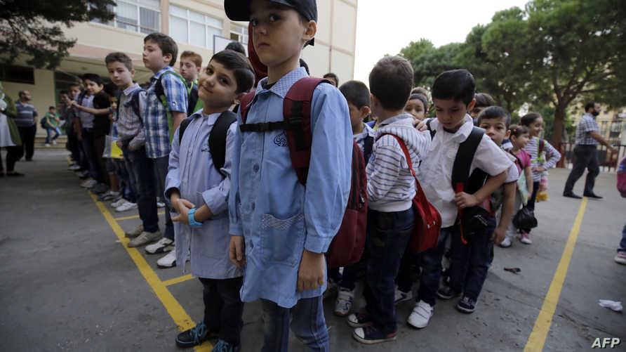 طلاب لاجئون سوريون يحضرون في مدرسة في طرابلس في لبنان