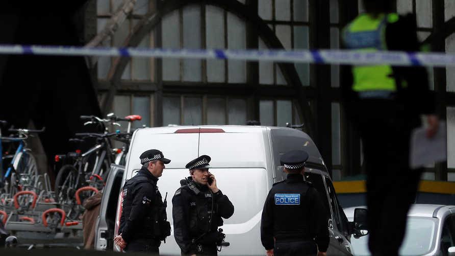 الشرطة البريطانية في محطة واترلو في لندن
