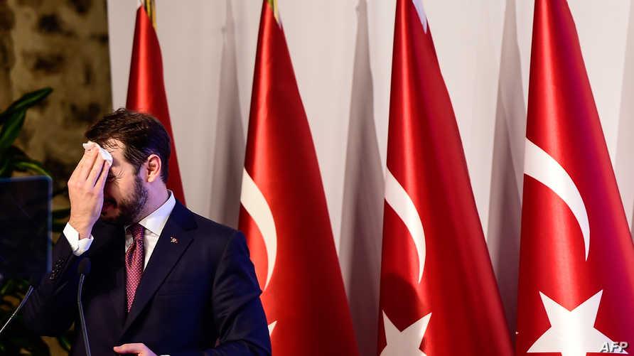 براءة البيرق خلال تجنبه الحديث عن أزمة الليرة التركية مؤخرا