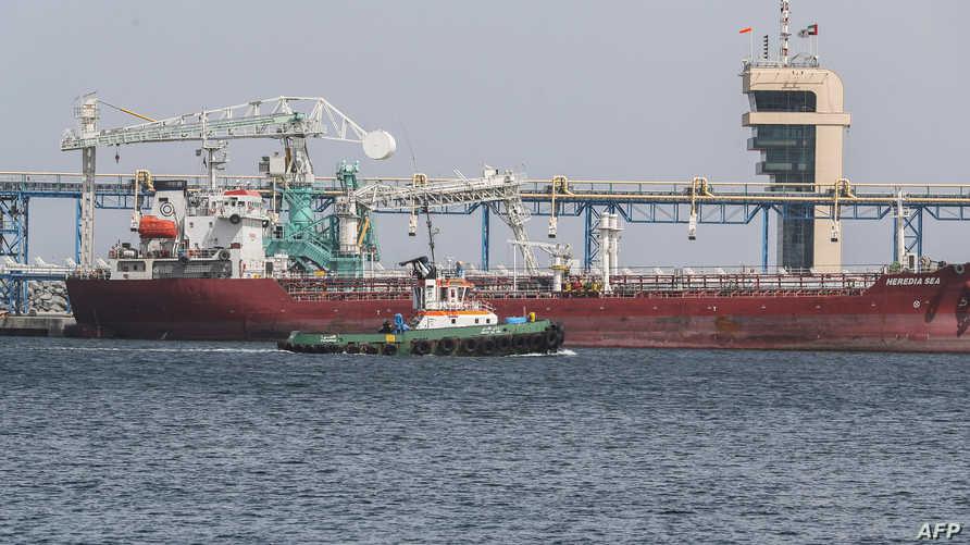 جانب من ميناء الفجيرة الذي تعرضت سفن قبالته إلى عمليات تخريب غامضة