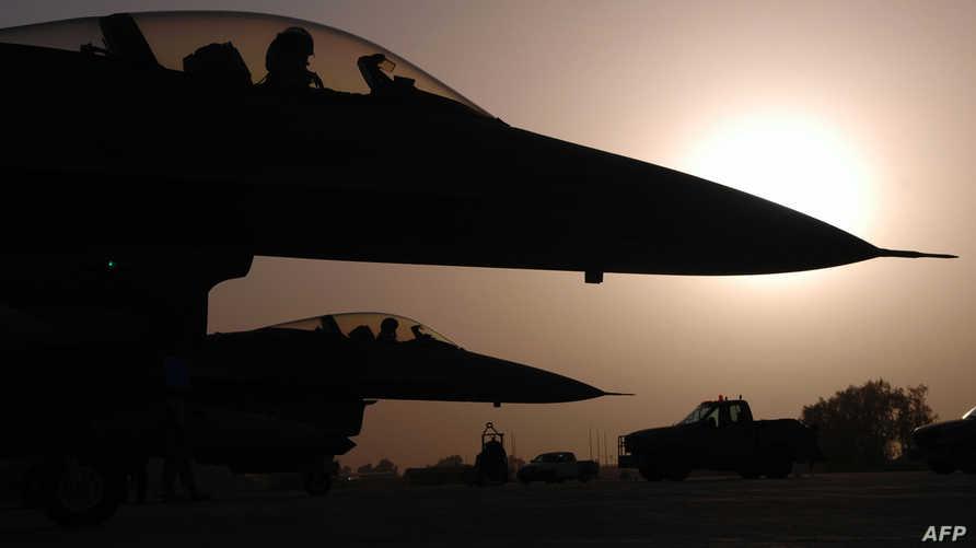 مقاتلة اف-16 أميركية تستعد للإقلاع في مهمة فوق العراق