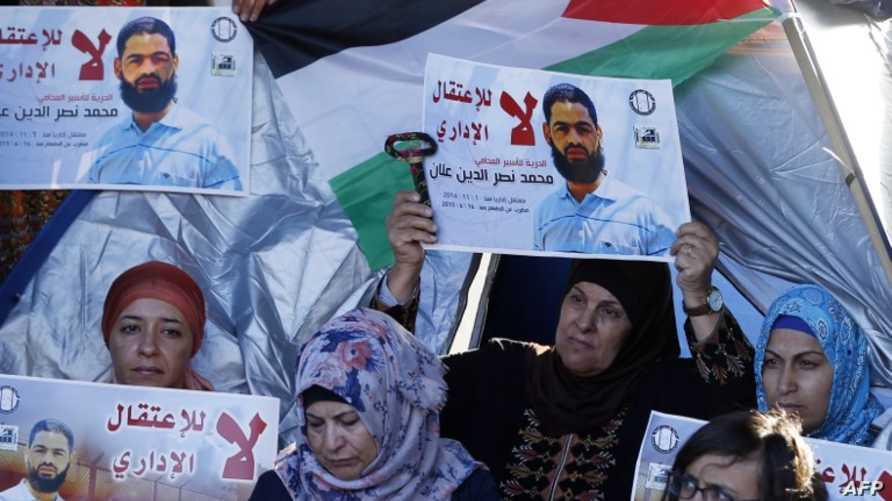 محتجون مؤيدون للسجين الفلسطيني محمد علان في القدس