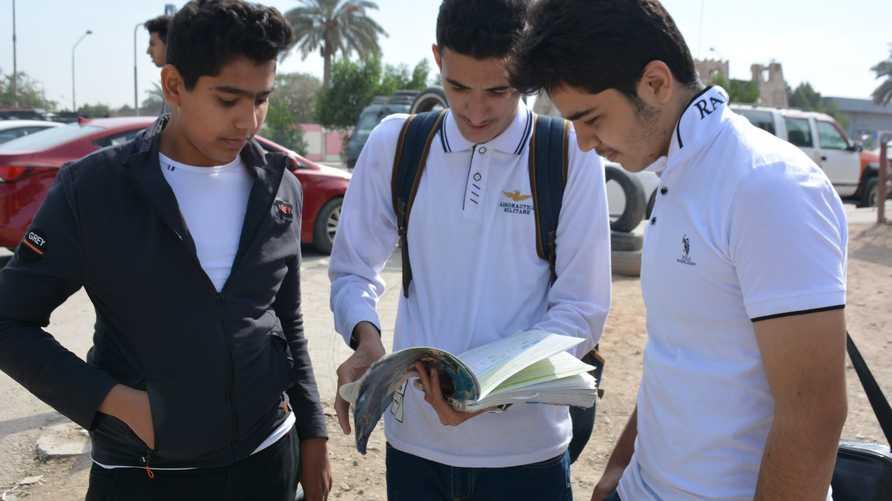 طلاب في بابل