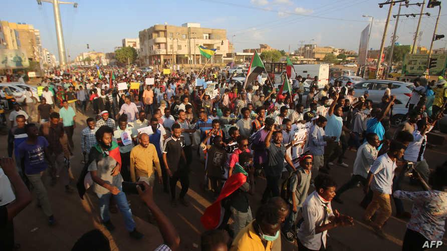 آلاف السودانيين خرجوا للمطالبة بحل حرب عمر البشير في 21 أكتوبر 2019