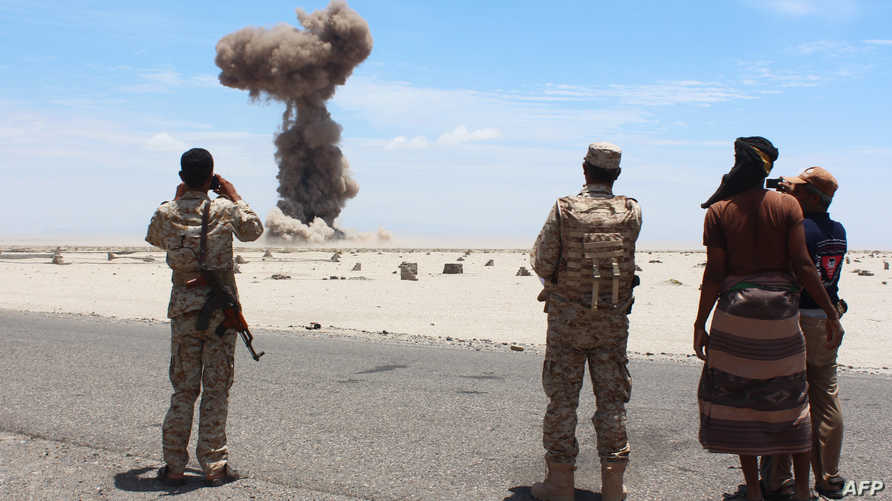 قوات يمنية تستعد لنزع ألغام زرعها تنظيم القاعدة نهاية نيسان/أبريل الماضي