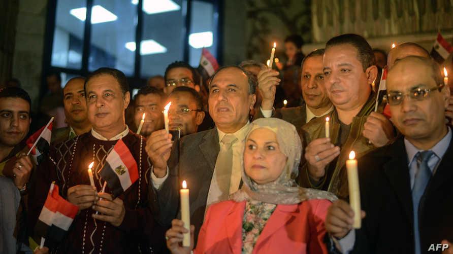 صحافيون مصريون في وقفة تضامنة مع ضحايا مسجد بلال في قرية الروضة في سيناء