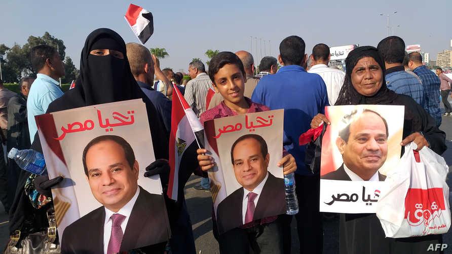 مصريون يتظاهرون تأييدا للرئيس المصري عبد الفتاح السيسي