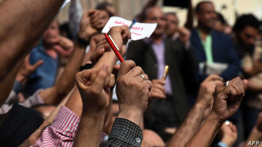 مظاهرة لمئات الصحافيين أمام مقر نقابة الصحافيين في القاهرة