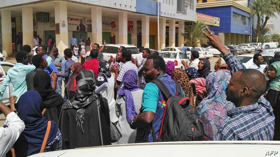متظاهرون في الخرطوم_ أرشيف