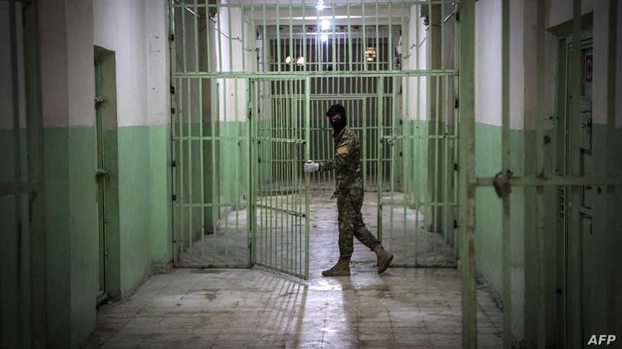 يقبع في سجون قوات سوريا الديموقراطية حاليا 12 ألف عنصر من داعش