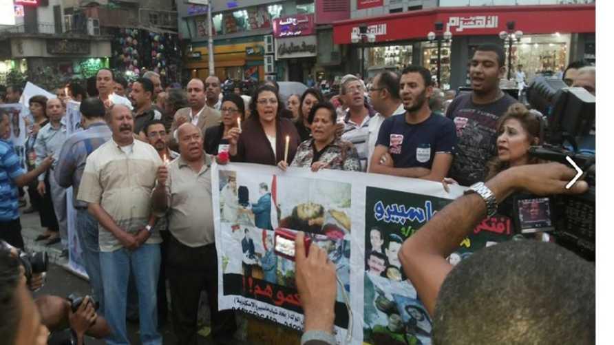 ناشطون مصريون خلال إحياء ذكرى أحداث ماسبيرو.