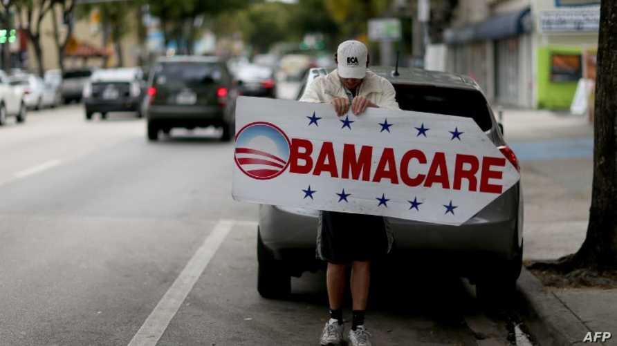 """لافتة تشير إلى إحدى مراكز التأمين الصحية التي تقدم """"أوباما كير"""""""