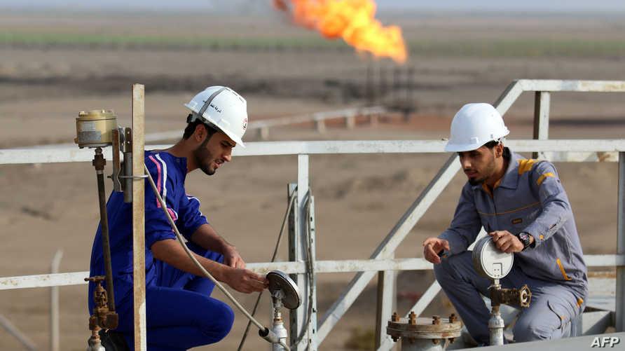 تعمال في أحدى المنشآات النفطية العراقية- أرشيف