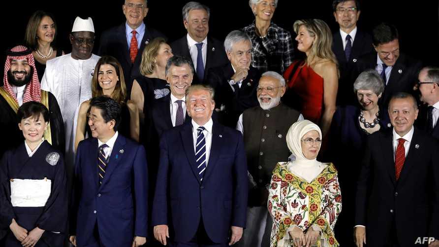 صورة جماعية لبعض زعماء الدول المشاركة في قمة مجموعة العشرين في مدينة أوساكا اليابانية