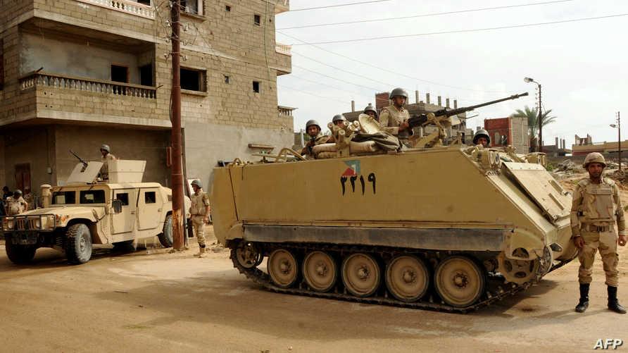 مدرعات للجيش المصري في سيناء -أرشيف