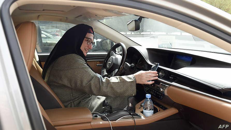 سعودية تعمل في شركة لخدمات توصيل الركاب