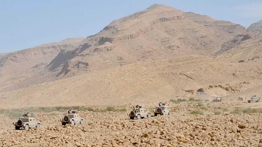 مدرعات الجيش المصري في جبل الحلال ( المصدر: الجيش المصري)
