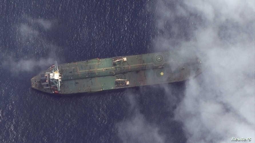 صورة من الأقمار الاصطناعية تظهر الناقلة الإيرانية قرب ميناء طرطوس السوري