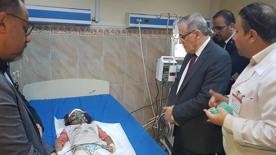 وزير الصحة يطّلع على حالة الطفلة رهف/من صفحة مستشفى الشهيد الصدر العام في فيسبوك