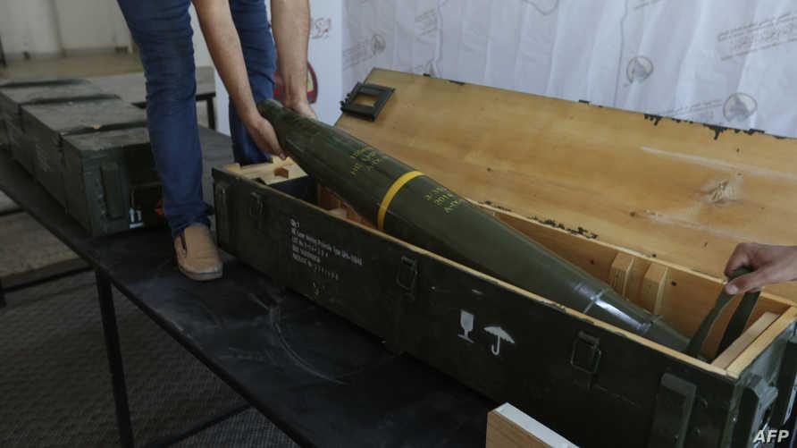 قوات حكومة الوفاق تستعرض عددا من الصواريخ التي تركتها قوات حفتر في غريان