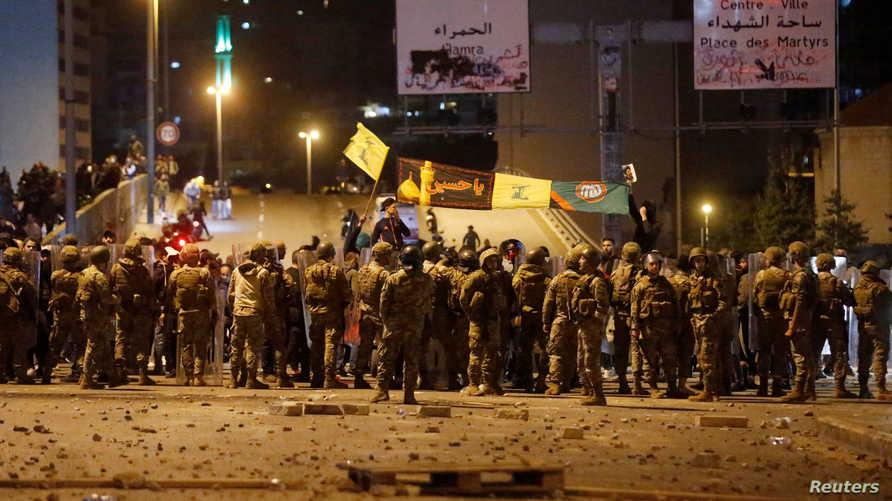 محاولات الجيش فض الاشتباكات التي اندلعت بعد هجوم أنصار حزب الله وحركة أمل على المتظاهرين في منطقة جسر الرينغ