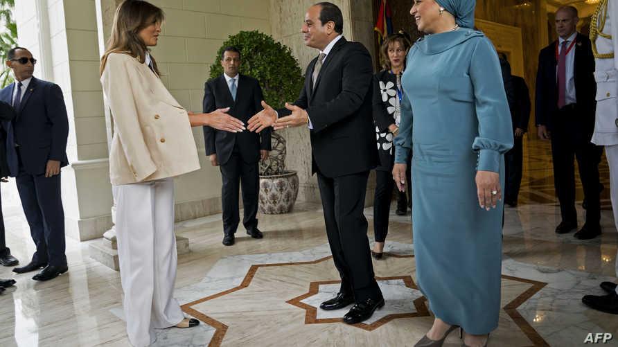 الرئيس المصري عبد الفتاح السيسي وزوجته يستقبلان ميلانيا ترامب
