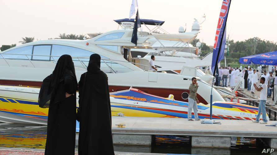 سيدتان سعوديتان في مدينة جدة، أرشيف
