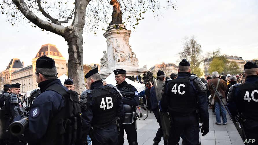 قوات الأمن الفرنسية في ساحة الجمهورية في باريس