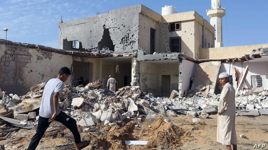 دمار جراء غارة جنوبي العاصمة طرابلس