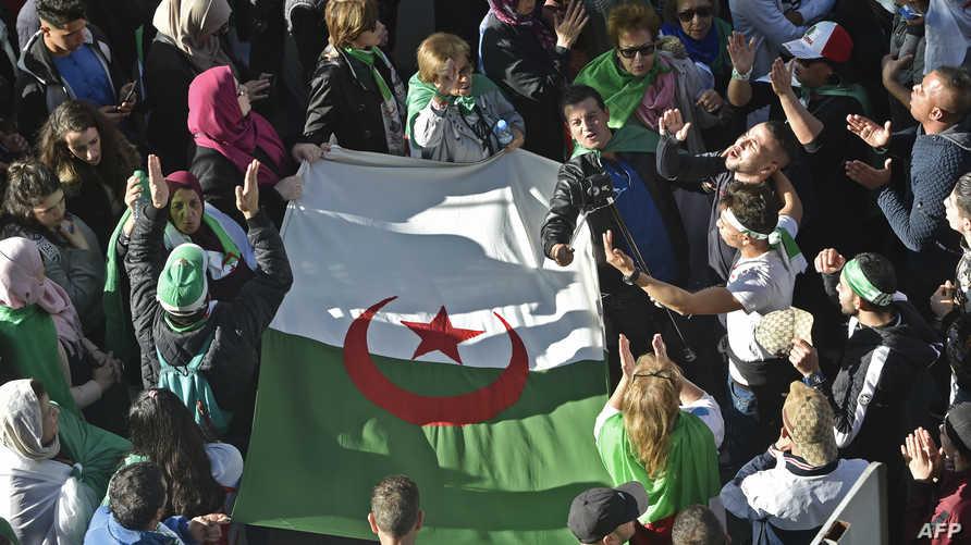 تظاهرة في الجزائر رفضا للانتخابات الرئاسية 3