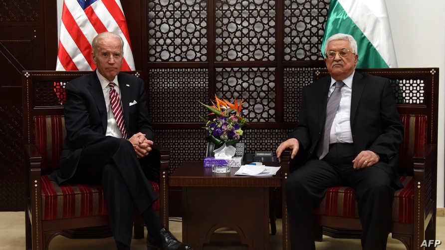 الرئيس الفلسطيني محمود عباس وجو بايدن نائب الرئيس الأميركي في رام الله