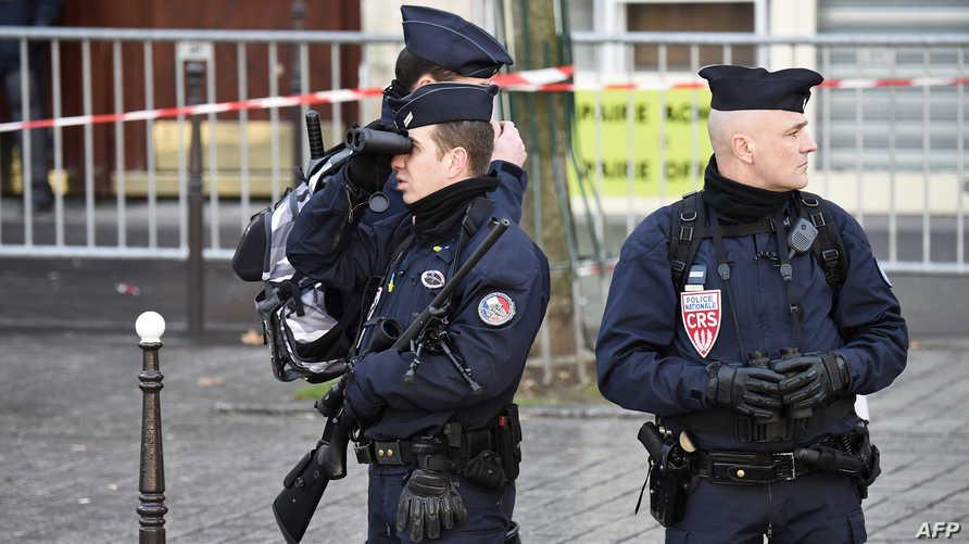 عناصر من الشرطة الفرنسية في باريس السبت