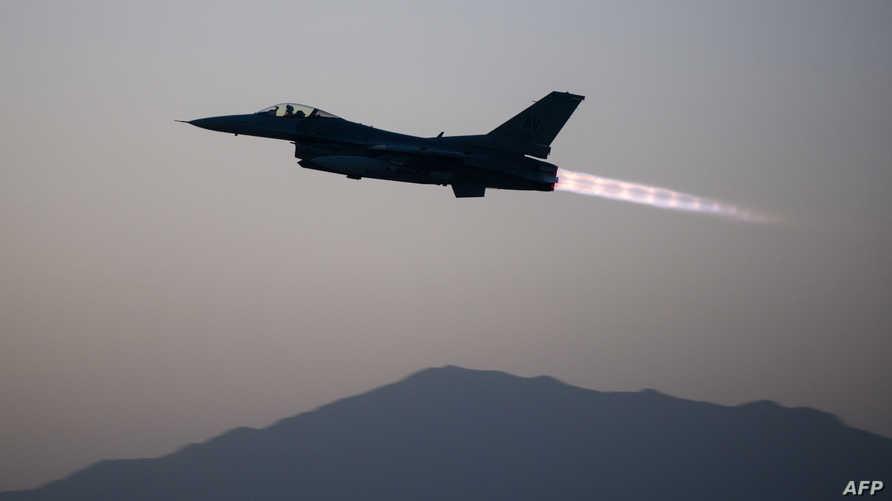 طائرة من سرب 555 من طراز F-16 Flying Falcons في أفغانستان في سبتمبر 2015